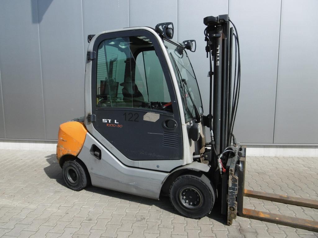 location chariot élévateur thermique 3 tonnes STILL RX70-30 3m - 1