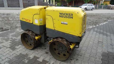 Location rouleau compacteur a pieds dammeurs 1,4T WACKER RT 82 - 1